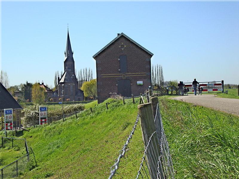 800px-Weurt_(Beuningen)_Rijksmonument_523173_Dijkmagazijn